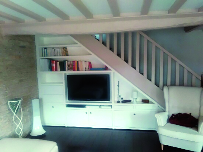 charmant meuble tv sous escalier 12 meubles sous pente. Black Bedroom Furniture Sets. Home Design Ideas
